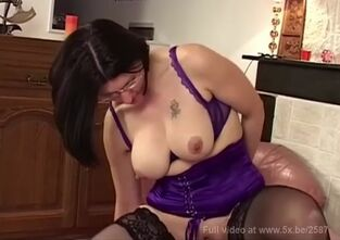 Lady zoom anal
