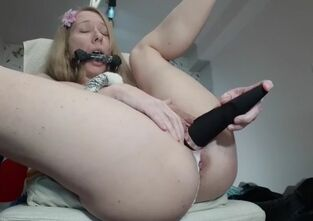 Mom licks daughters pussy